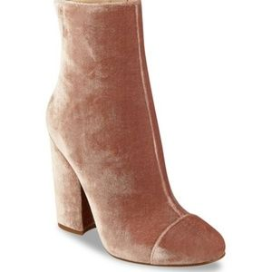 Kendall + Kylie Blush Velvet Booties Size 8M